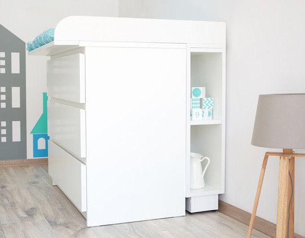 eine einfache und tolle l sung um den ungenutzten platz hinter der wickelkommode sinnvoll zu. Black Bedroom Furniture Sets. Home Design Ideas