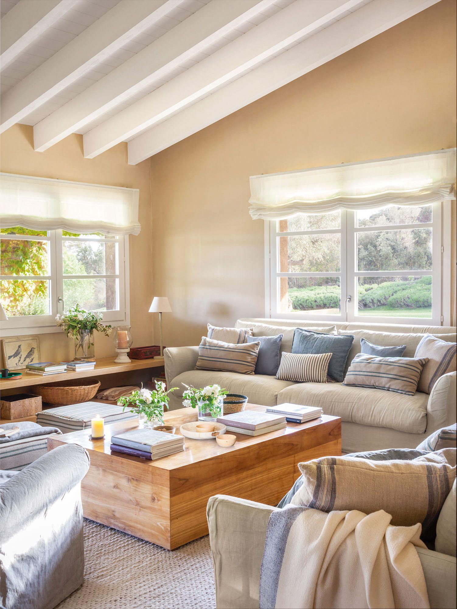 De sofá soso a sofá mullido y apetecible  Salones grises