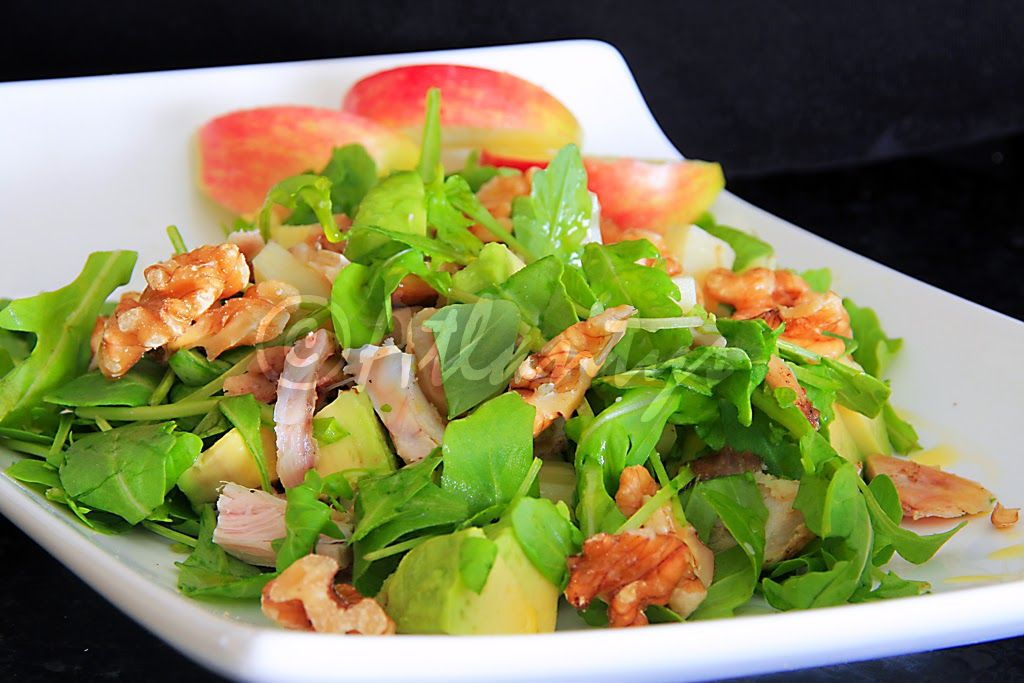 Terapia do Tacho: Salada de frango com rúcula, nozes e maçã (Chicken salad with arugula, walnuts and apple)