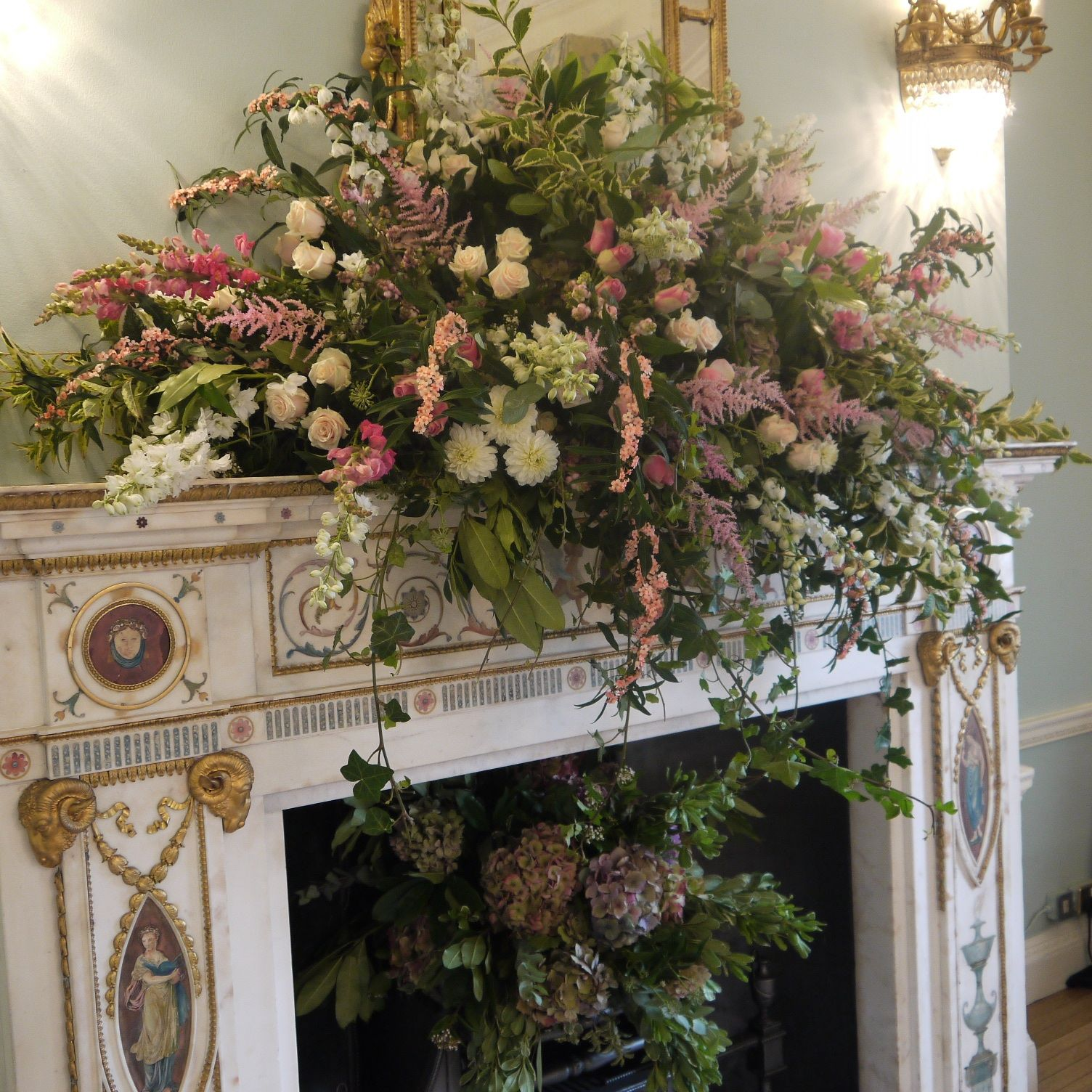 Affaire Des Fausses Cheminées Floral Mantle Design Floral Inspiration Pinterest