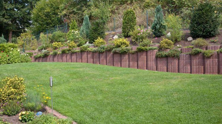 Gartengestaltung Mit Steinen Und Grsern Modern. garten am hang ...