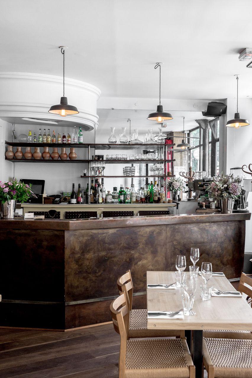 Robert Pour Un Kiff A Environ 50 Euros Robert 32 Rue De La Fontaine Au Roi Paris 75011 Restaurant Decor Breakfast Bar