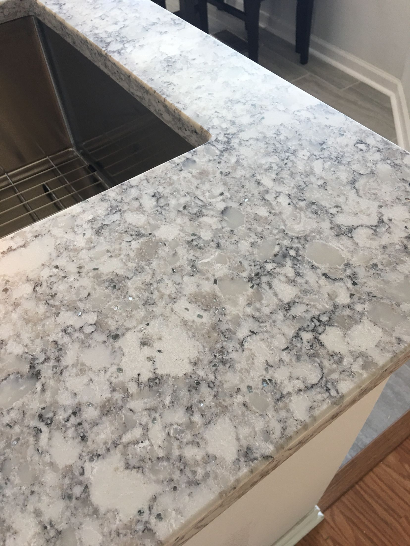Beautiful Everest Quartz By Lg Viatera This Is Another Man Made