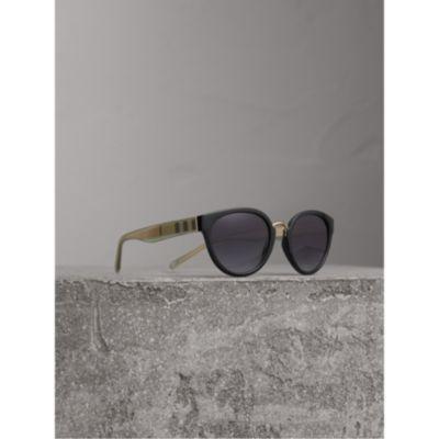 Lunettes de soleil à monture œil-de-chat avec détails check (Noir) - Femme    Burberry 08e827003558