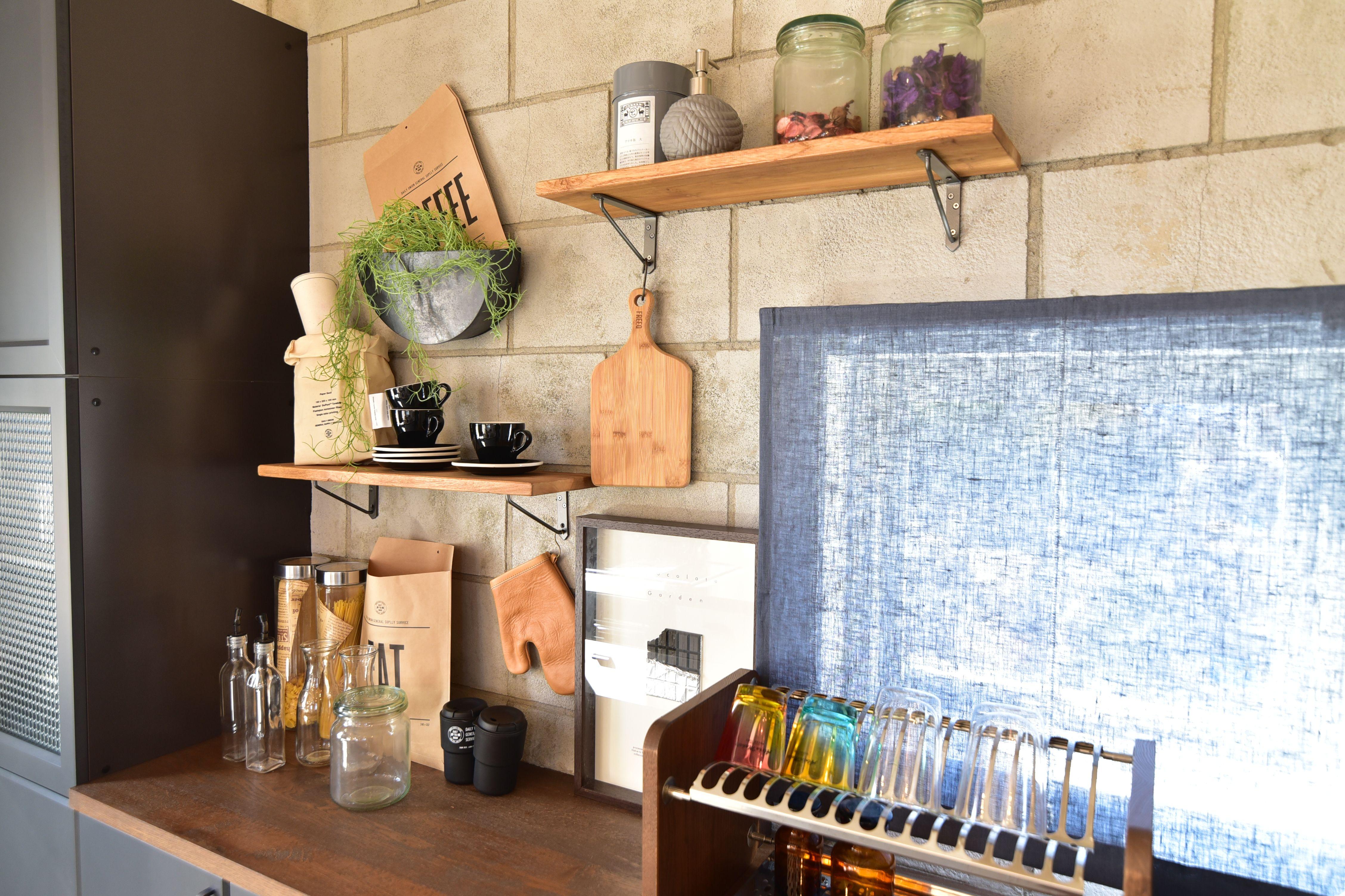 キッチンバック デザインコンクリート 食器棚 インテリア実例 Bino