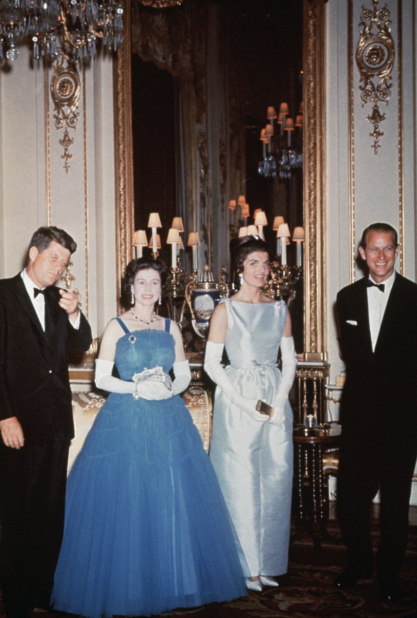 Cafemom Com Blue Tulle 20 Of The Most Unforgettable Royal Gowns Of All Time Us First Lady Jackie Kennedy Was U Royal Gowns Queen Elizabeth Royal Fashion [ 2000 x 1352 Pixel ]
