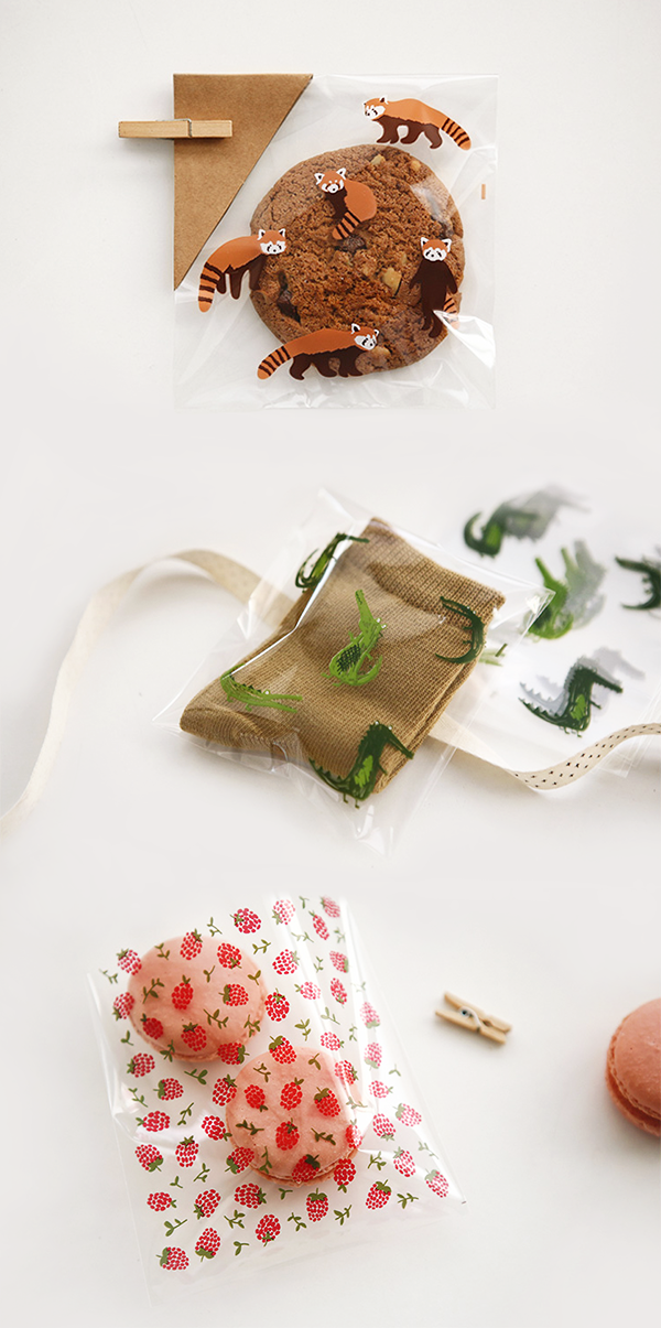 Gifting CAN be cute and fun! The Dailylike Transparent Gift Bag really helps you do that easily! ^^*