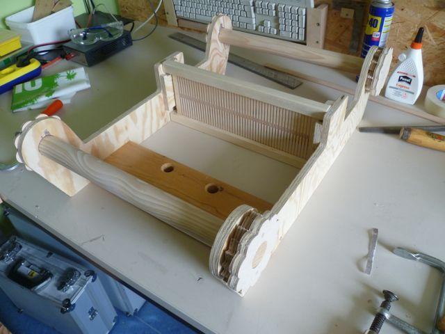 hier zeige ich den selbstbau eines kammwebstuhls aus holz den jeder heimwerker mit ein wenig. Black Bedroom Furniture Sets. Home Design Ideas