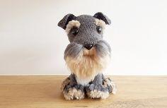 Amigurumi: free crochet pattern and tutorial for a realistic Schnauzer dog with handmade fur, stuffed toy, #haken, gratis patroon en goede tutorial voor het maken van een hond, vacht maken, knuffel, speelgoed, #haakpatroon