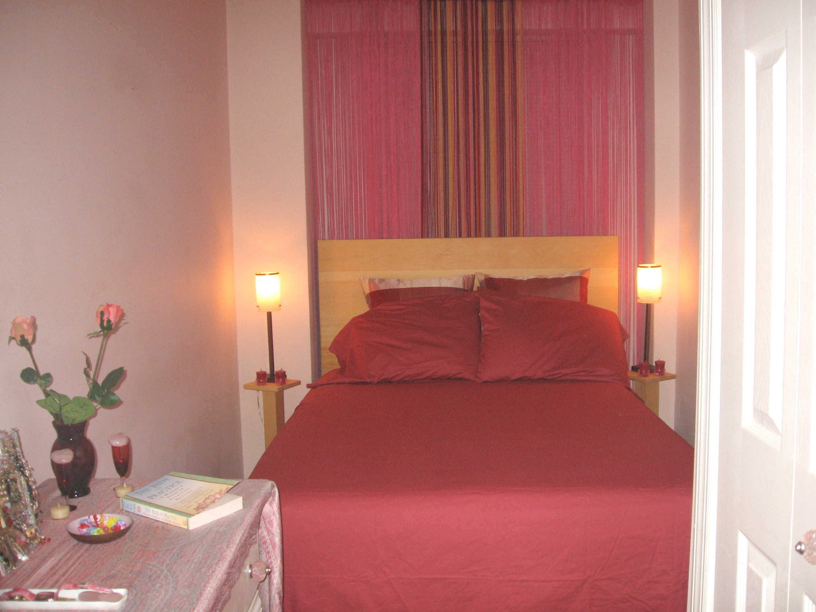 Romantic Couple Bedroom Ideas With Red Bed And Curtain Small Light And Vase Apartement Archite Small Bedroom Ideas For Couples Bedroom Layouts Simple Bedroom