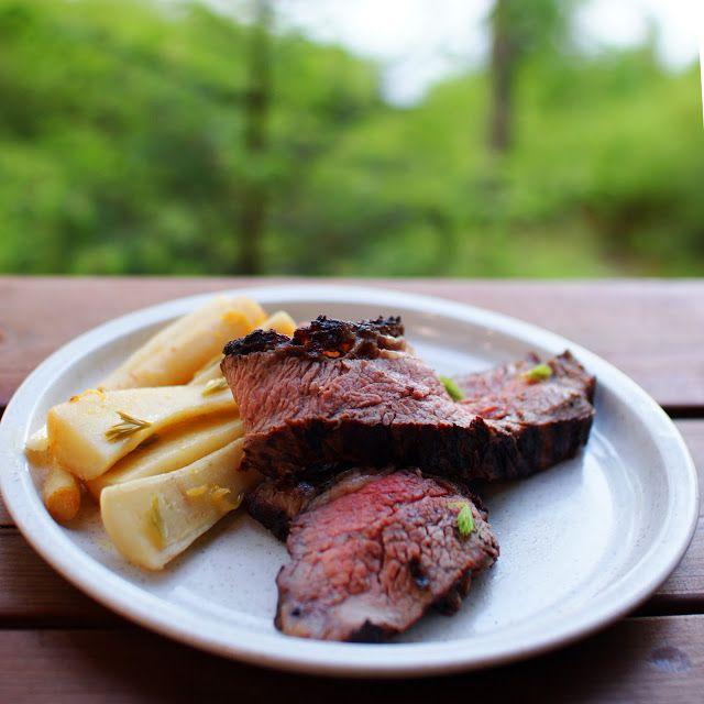 Keittotaiteilua: Grillattu maminha ja kuusenkerkkien kera valkoviinissä haudutetut juuripersiljat