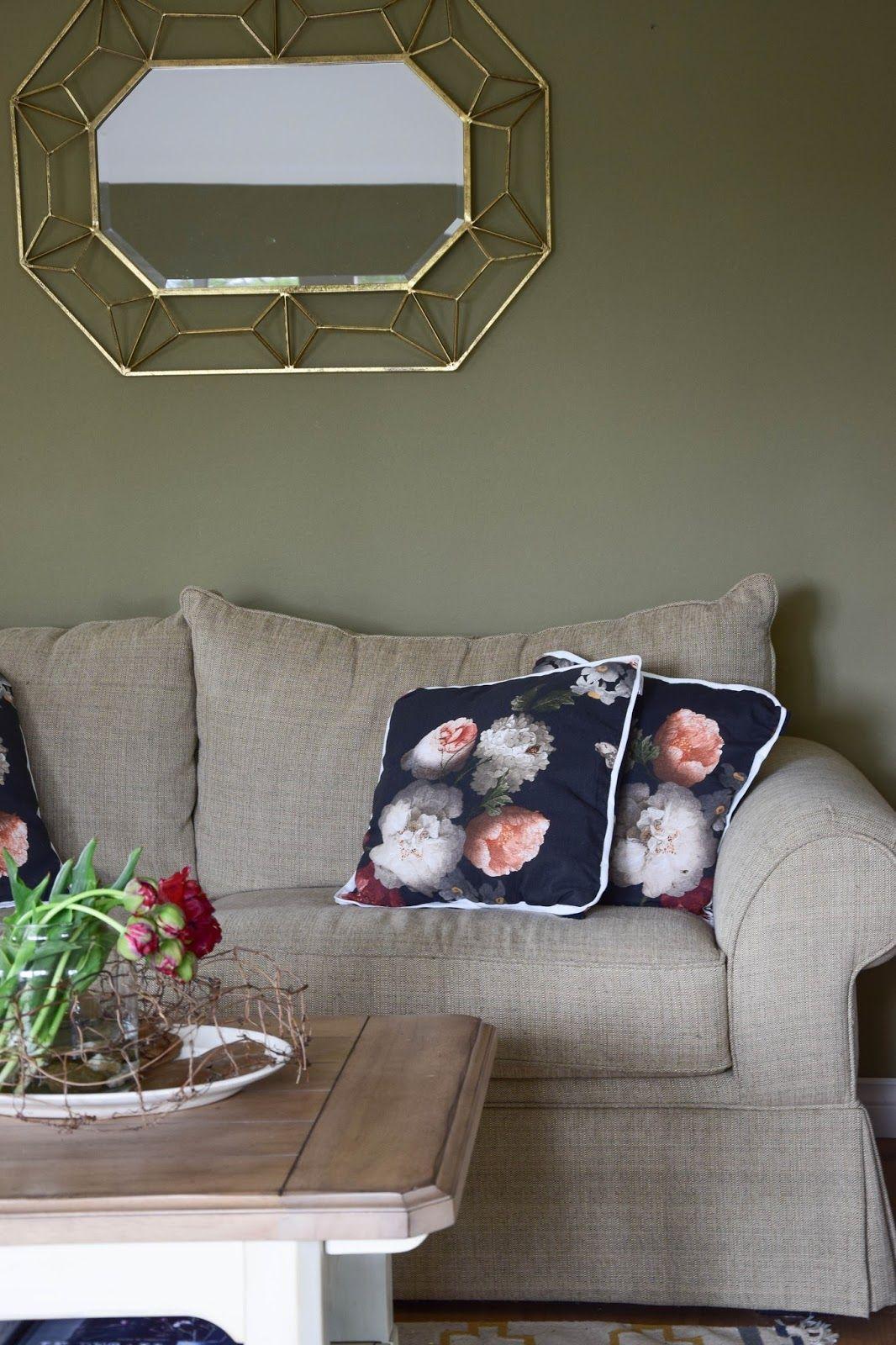 Barocke Blumenprints und neue Deko fürs Wohnzimmer
