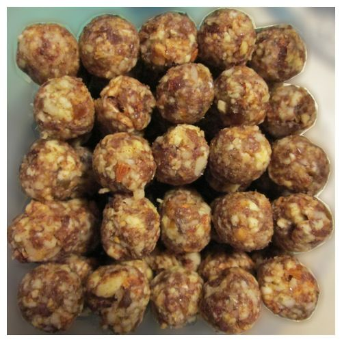 """Raw"" apple pie balls makes 79 servings at 17 cals each-could probably make apple rings in the oven-low @ 200"