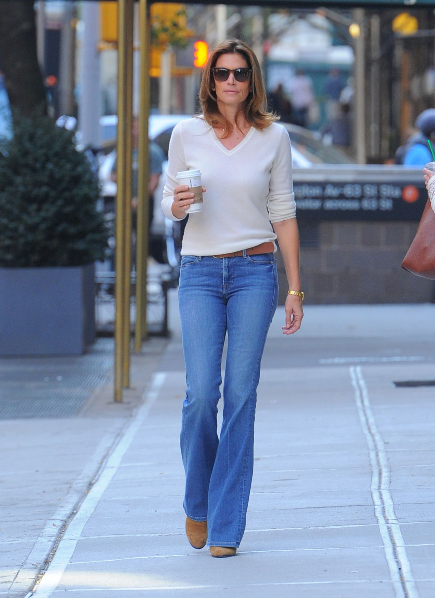 Cindy Crawford Sizzles in the '90s Revival Look of the Boot-Cut ...
