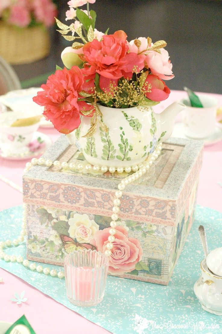 Tea Party Bridal Shower Ideas for an elegant and beautiful tea party themed bridal shower. Love the mint pink and gold color combination. Pretty and vintage!