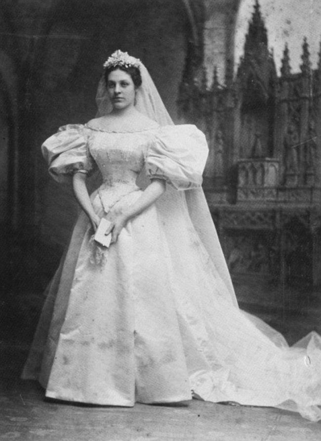 este vestido de novia ha pasado por 10 bodas familiares en 120 años