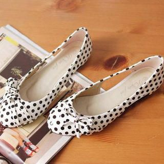 Bow-Accent Dotted Cutout Flats