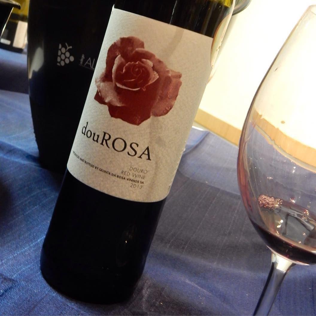 Dou Rosa um vinho elegante agradável e harmônico! #redwine #winelovers #quintadarosa #adegaalentejana #douro #dourovalley #douroriver #vinhosportugueses #guiavinhoecia  by guiavinhoecia