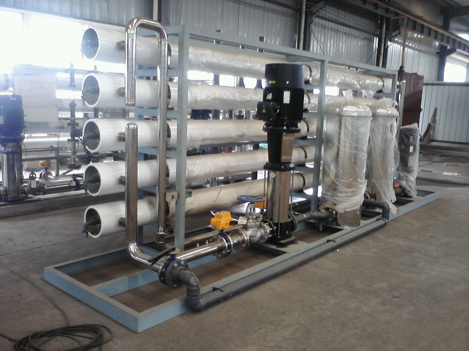 Reverse osmosis plant for industrial use