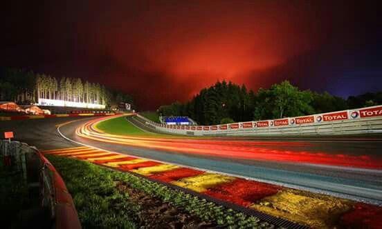 De Noche O De Dia Eau Rouge Es Espectacular Race Track Racing Time Lapse Photography