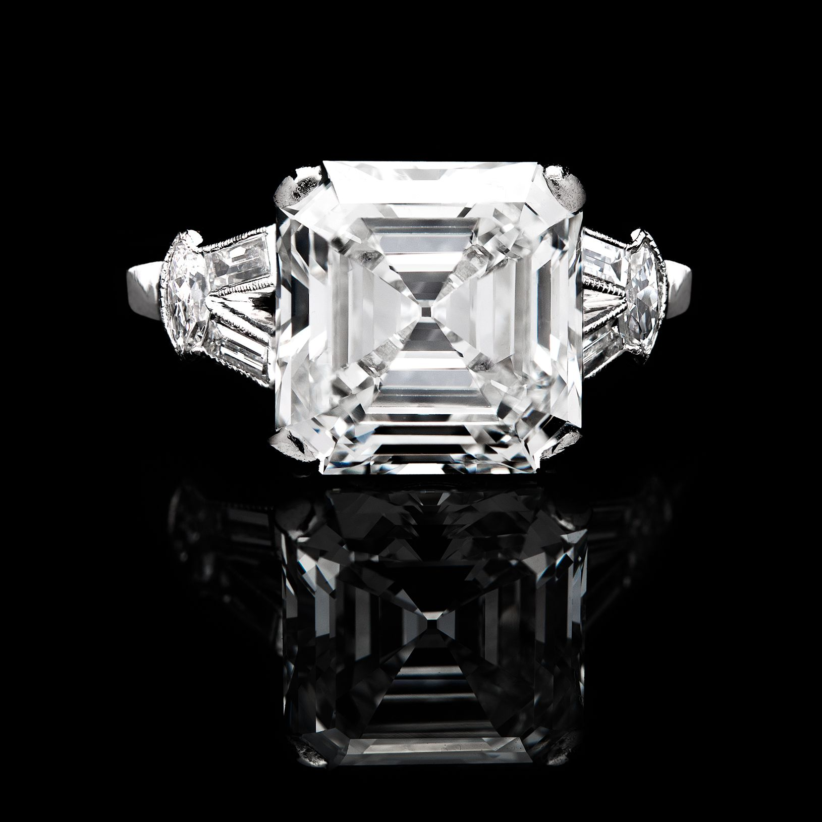 Stunning Engagement Ring Features an H Color VVS2 Clarity GIA
