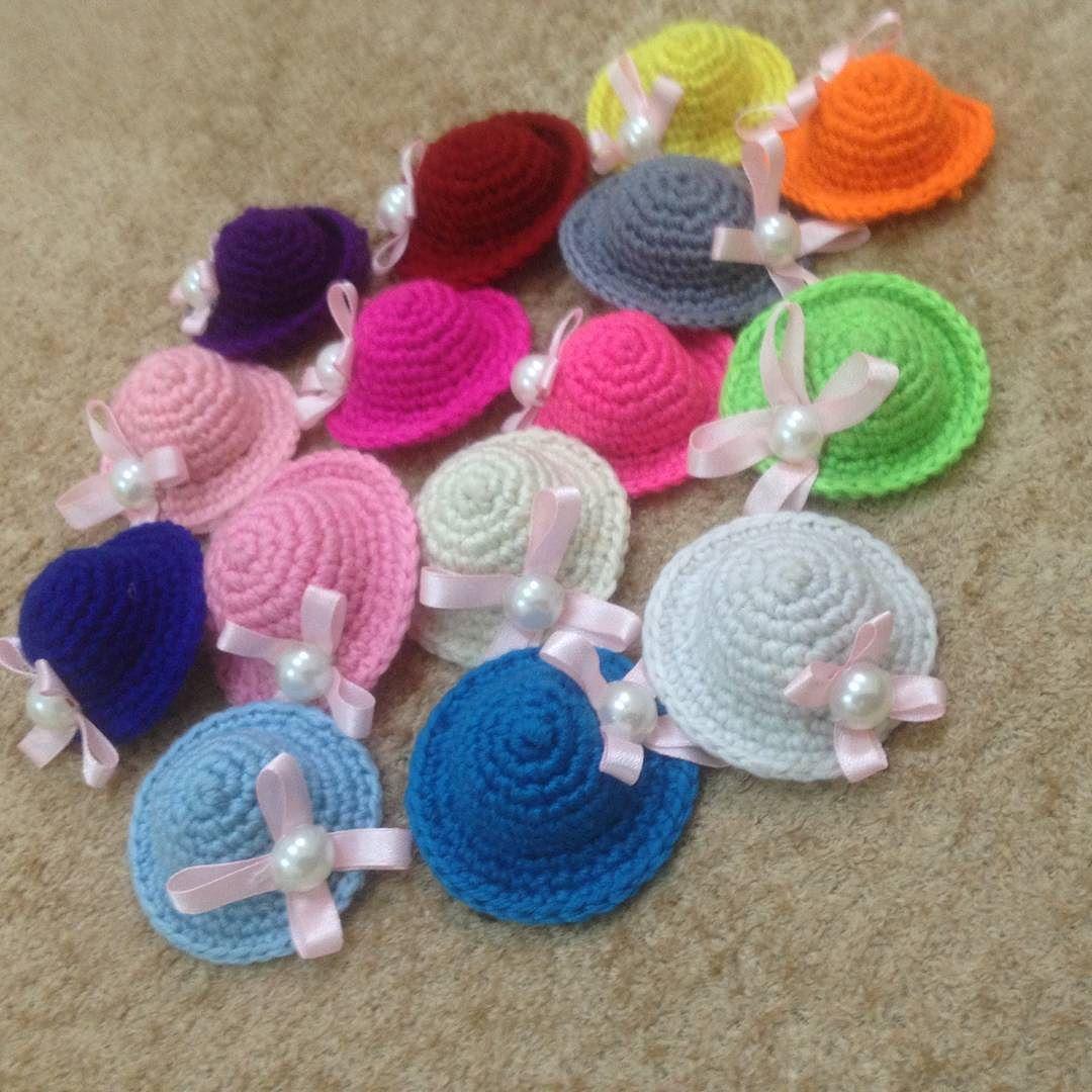 Crochet Knitting 4ever On Instagram توزيعات مواليد علئ شكل قبعات صغيره A Little Hats كروشية كروشيه Crochet Knitting Crochet Necklace