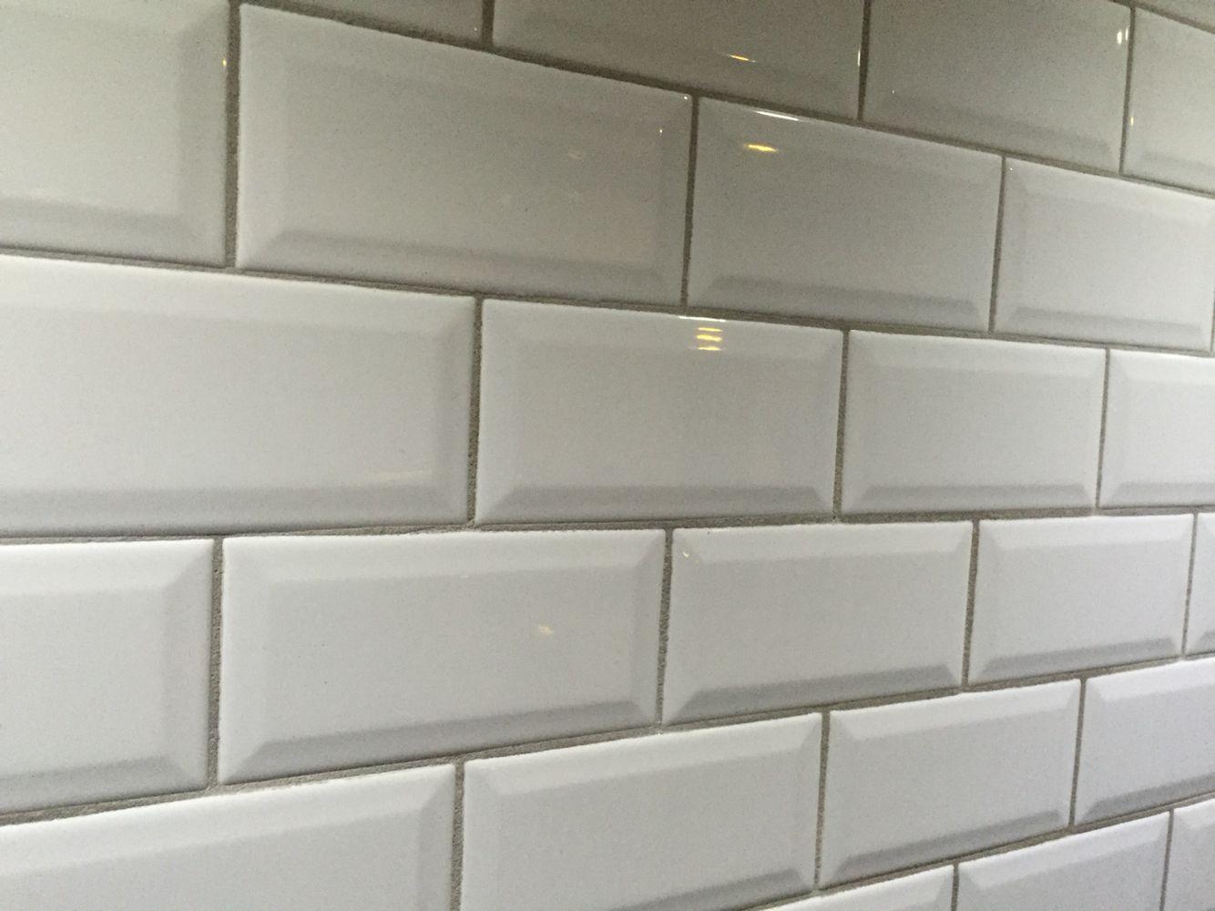 Metro tegels wit toilet tegels pinterest metro tegels tegels en keuken for Badkamer tegel metro