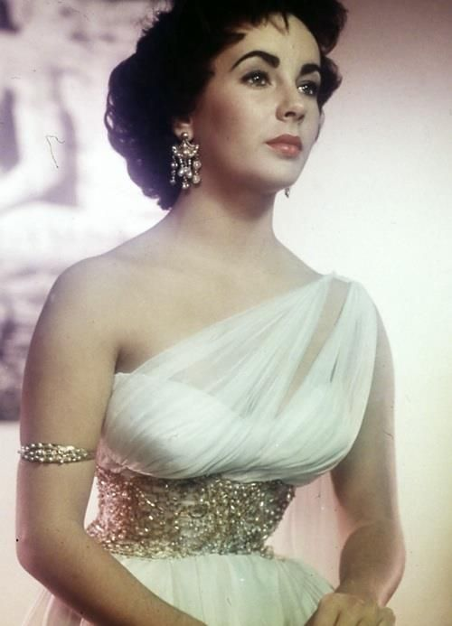 Photo of INSPIRED & LOVE: Elizabeth Taylor fashion of the 1950s. One of the first synchronized crystals …