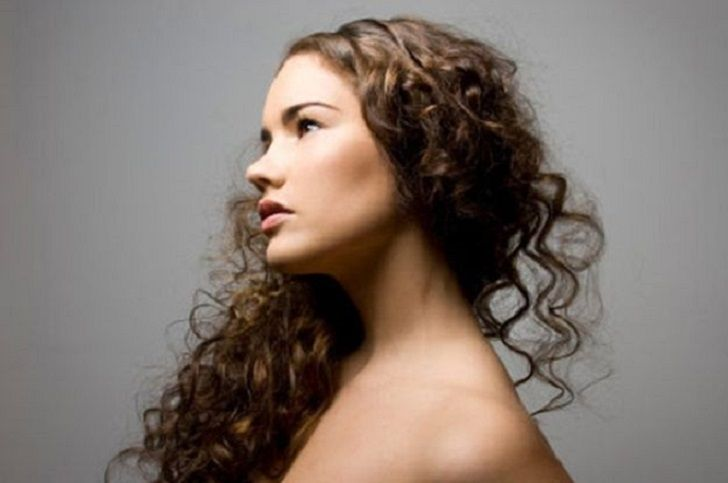 Consejos para cuidar tu cabello rizado - http://www.efeblog.com/consejos-para-cuidar-tu-cabello-rizado-15349/