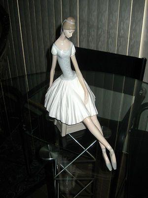 NAO LLADRO SITTING BALLERINA DANCER 14