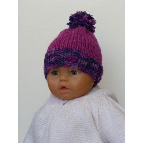 Très jolie bonnet pour bébé de taille naissance à environ 2   3 mois. Bonnet  naissance de couleur violette tricoté main en laine douce, épaisse et chaude . cf4bc6aa571