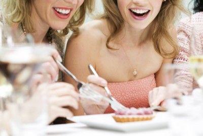 Diät-Mythen im Check: Freunde machen schlank!