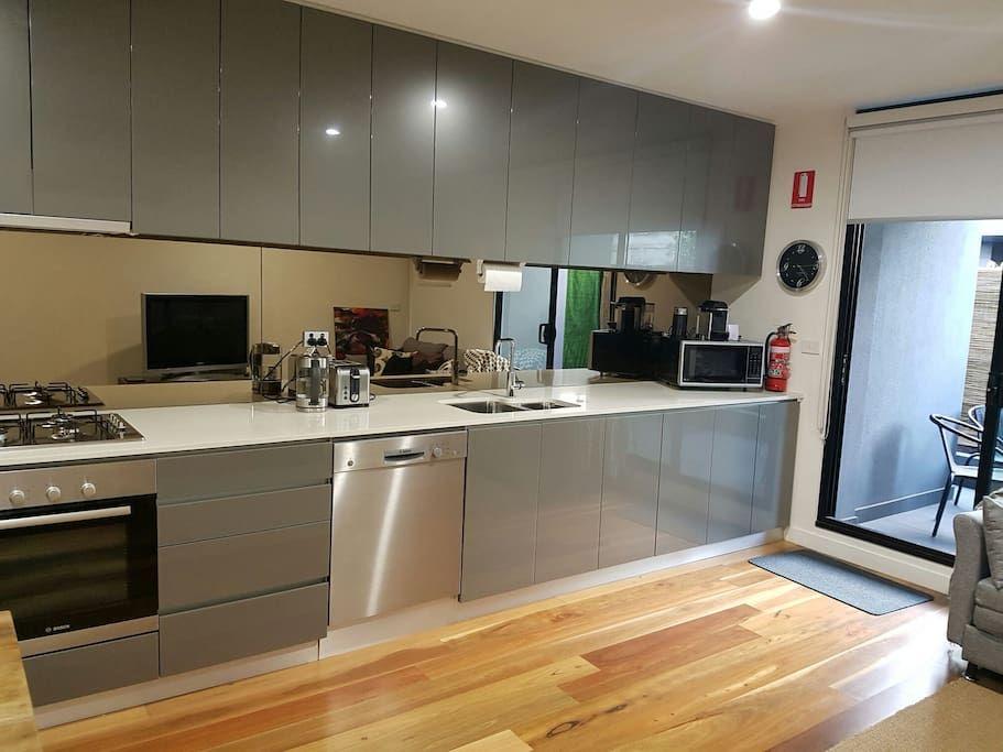 Échale un vistazo a este increíble alojamiento de Airbnb: Go4 Port Melbourne…