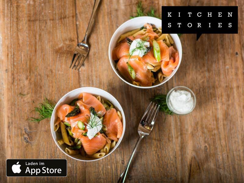 Ich koche Leichte Penne mit Spargel und Räucherlachs mit Kitchen Stories. Einfach köstlich! Hol dir jetzt das Rezept: https://kitchenstories.io/recipe/leichte-penne-mit-spargel-und-raucherlachs