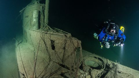 Video: Finnish divers find century-old German sub