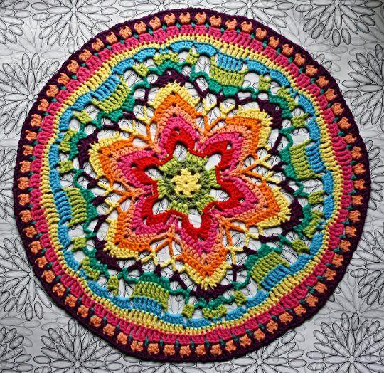 veggiecrochet: {Häkeln} Starflower Mandala Nr.2 für Wanddeko-Projekt / {Crochet} Starflower Mandala Nr. 2 for wall decoration project