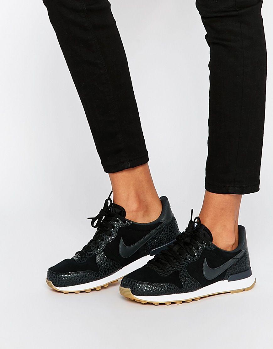 How To Pull Off The Oversized Coat Sneakers Look Nike Schuhe Damen Schwarz Nike Internationalist Nike Schuhe Damen
