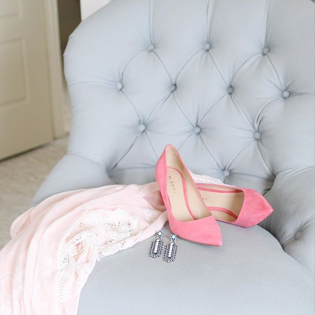 Best Spa Blue Tufted Chair Vintage Pink Kimono Pink Suede 400 x 300