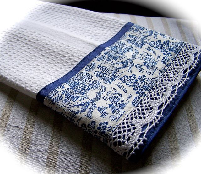 White Kitchen Towel: Willow Ware Theme Tea Towel Flickr-www.thedecorativetowel
