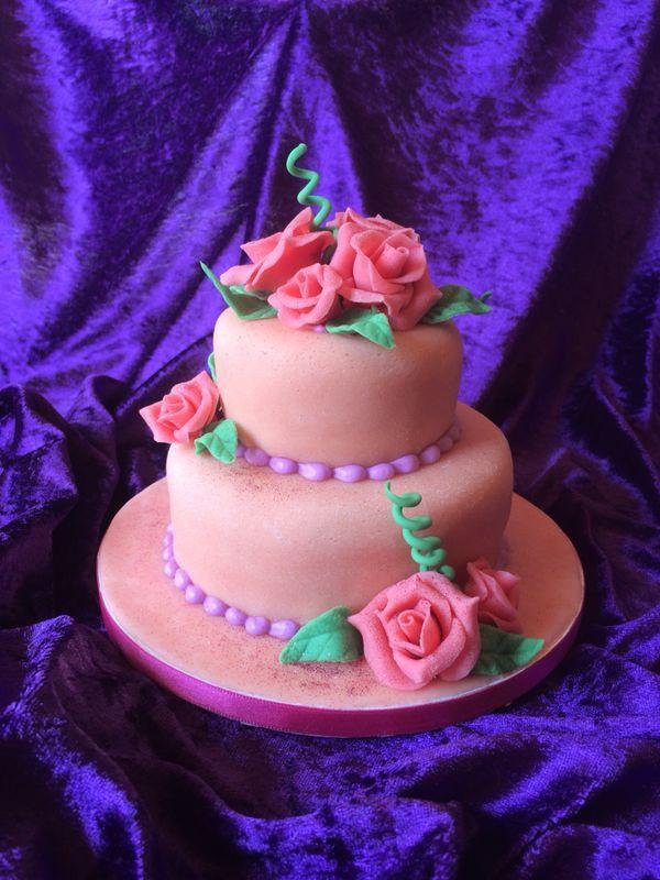 Ein #Traum in #Pink ist diese süße #Hochzeitstorte aus dem Hause #Cafe und #Konditorei Held in #BadWiessee am #Tegernsee!