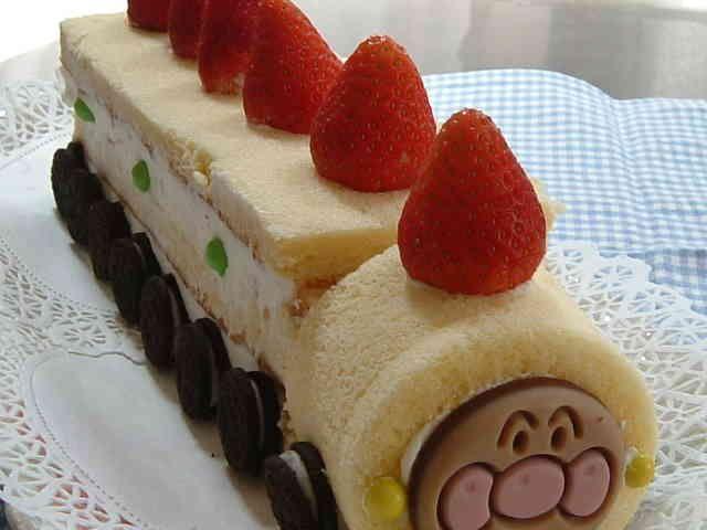 アンパンマン電車ケーキの画像