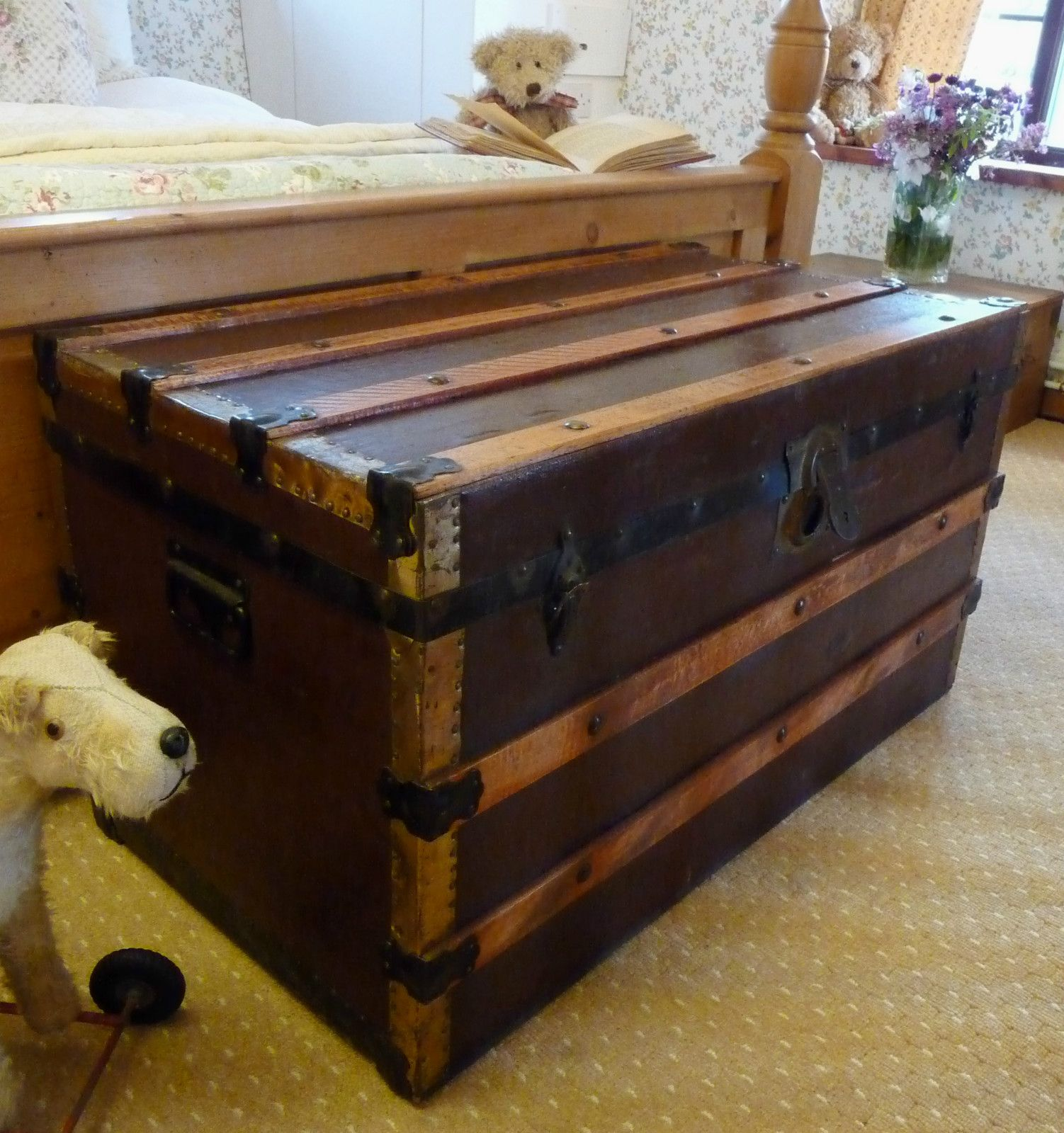 Old VINTAGE STEAMER TRUNK Cabin Chest RAILWAY TRAVEL TRUNK