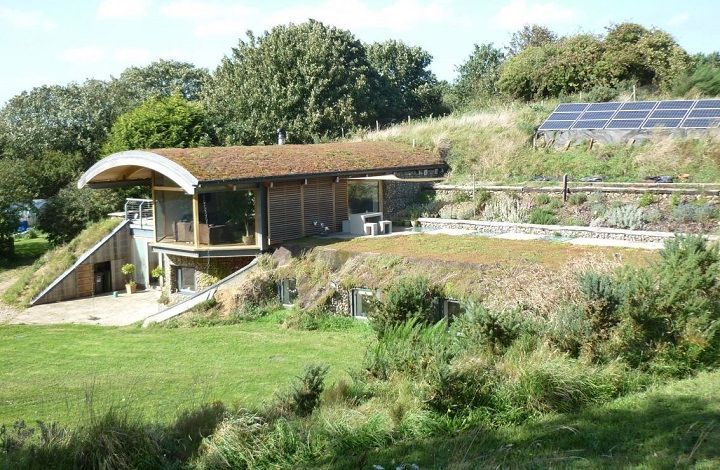 an award winning earth shelter dwelling by cam architects the sedum house incorporates green technology - Green Technology Homes