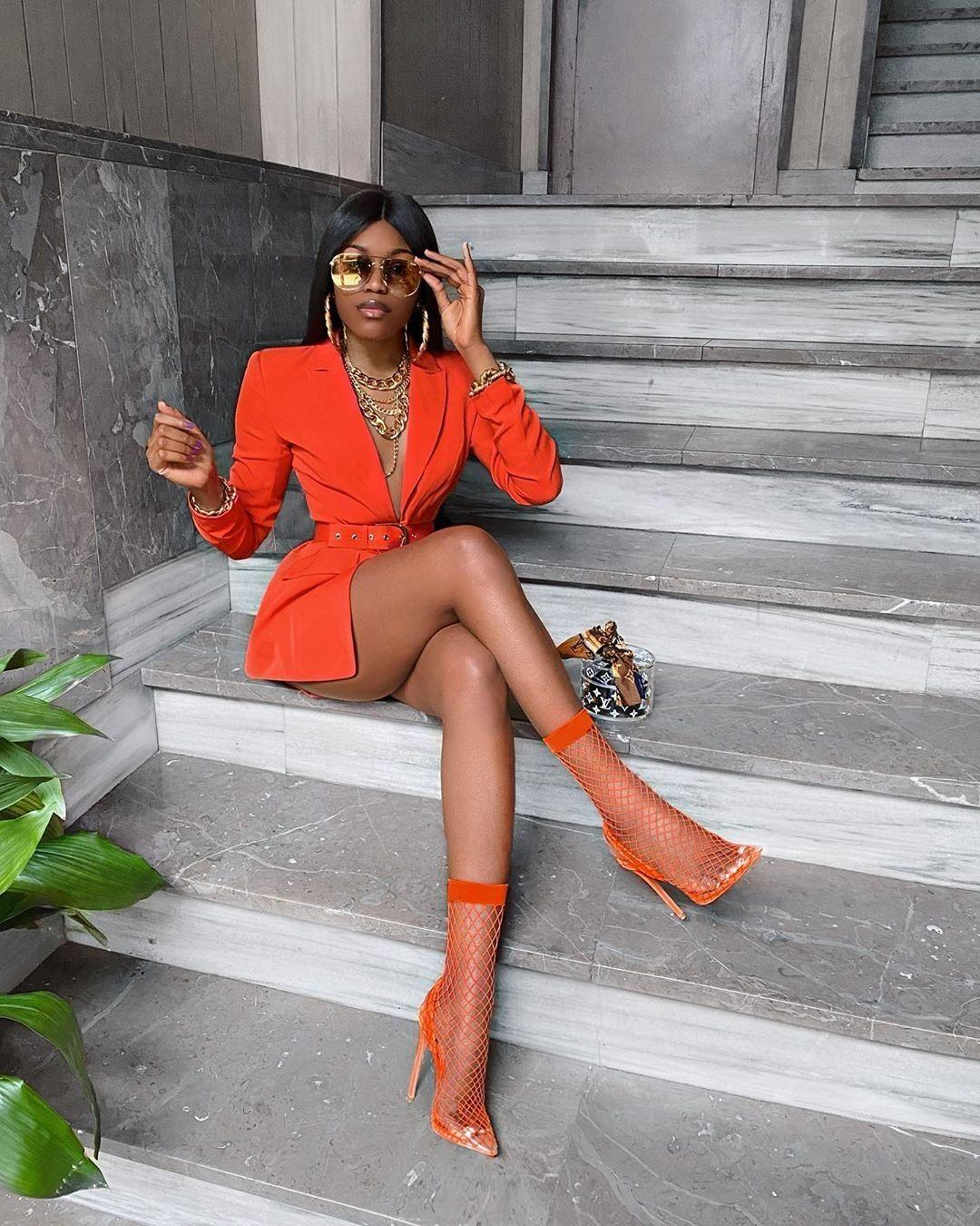 Nigerian fashion Blogger Marii Pazz shows off swan