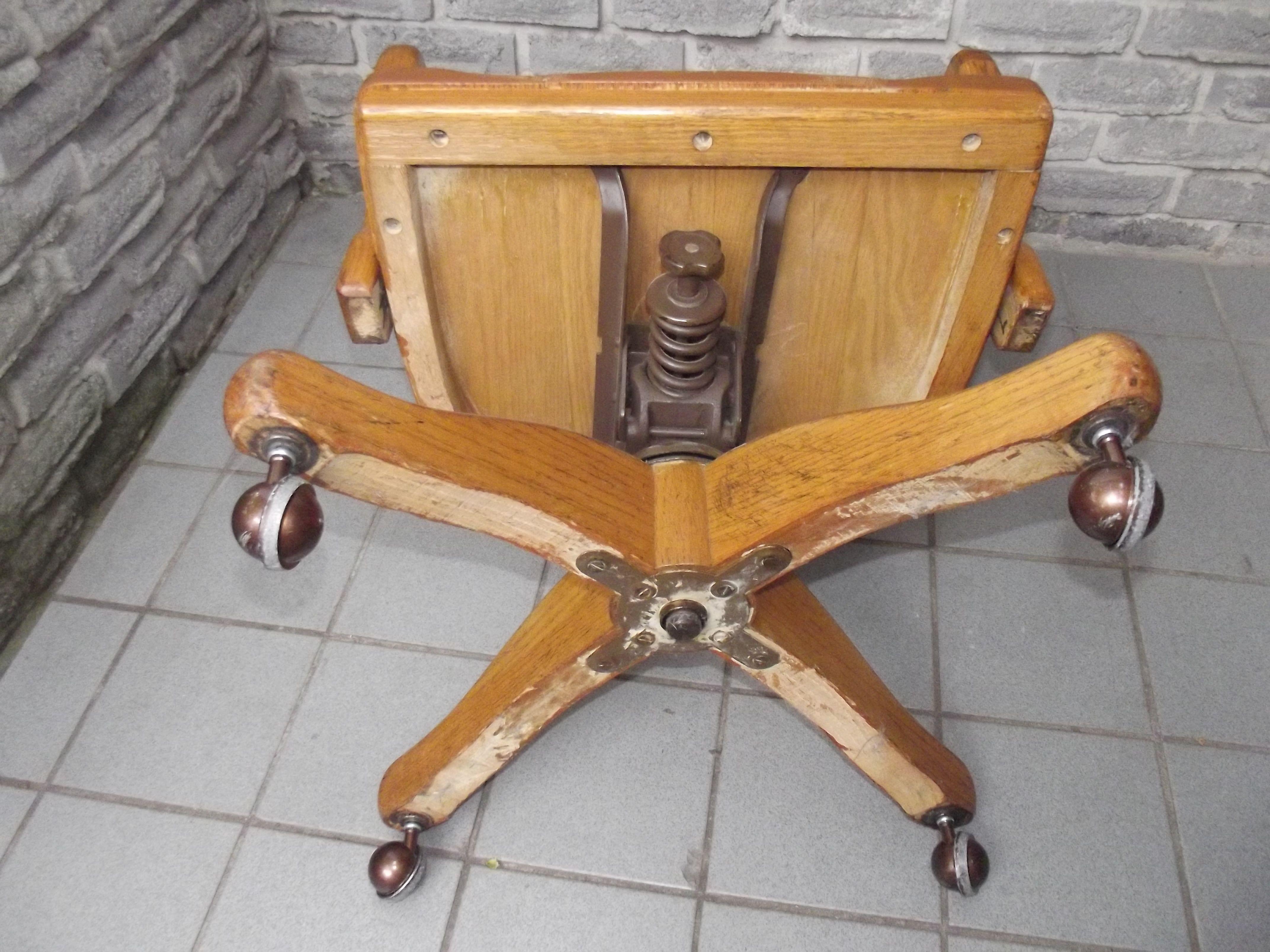 Vintage Oak Swivel Desk Chair   http://devintavern.com   Pinterest ...
