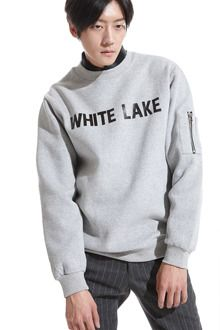Redhomme WHITE LAKE Print SweatshirtStrike a pose with this simple yet cozy WHITE LAKE print sweatshirt. This crew neck top features long sleeves with zip detail, banded cuffs, and loose fit. Best paired with blue jeans and shearling boots with flat soles.