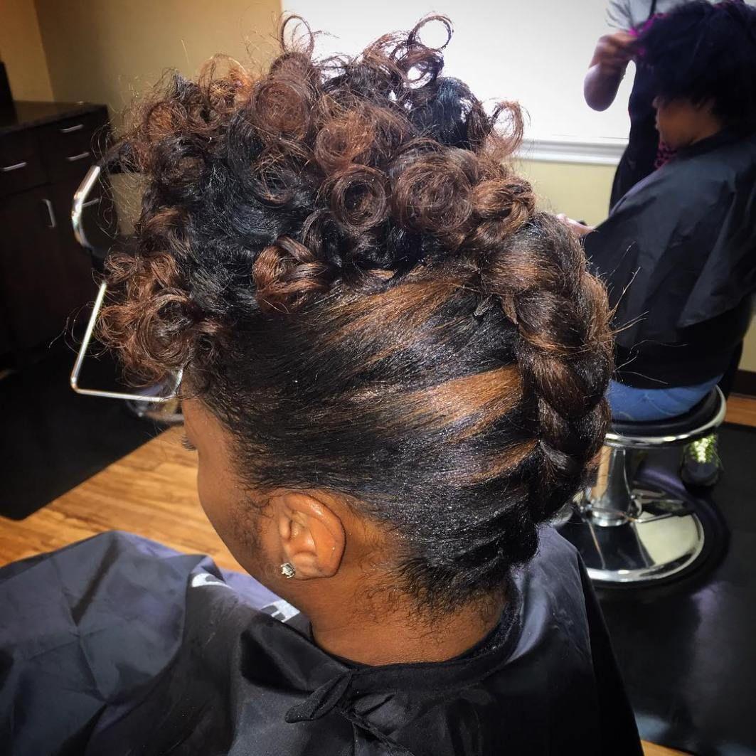 50 Hochsteckfrisuren Fur Schwarze Frauen Von Elegant Bis Exzentrisch Elegant Exze Braided Hairstyles Updo Updo Hairstyles For Black Women French Braid Updo