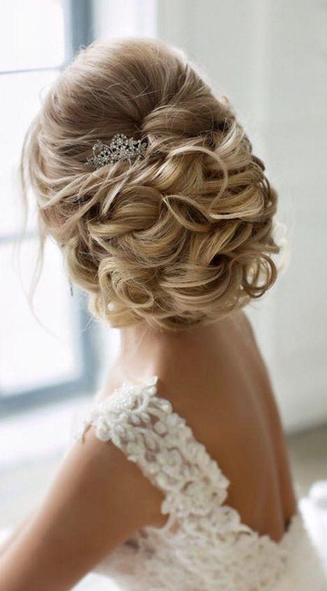 long wedding hairstyle via Elstile