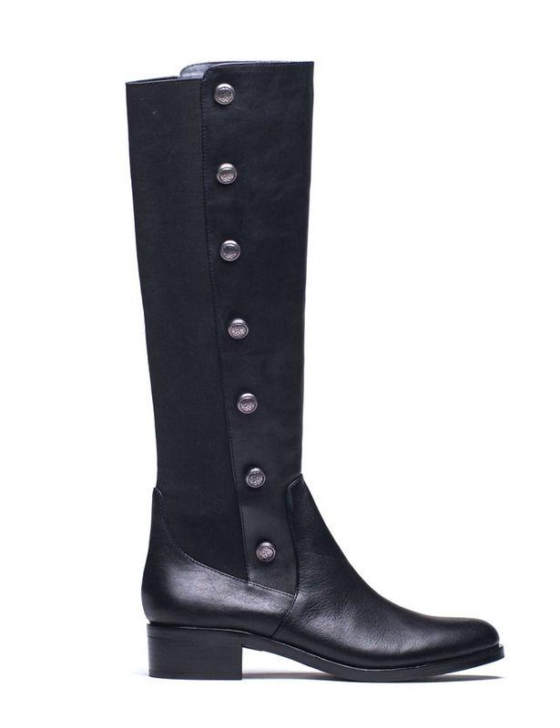 Botas negras en dos tejidos y botones laterales, de Vince Camuto.