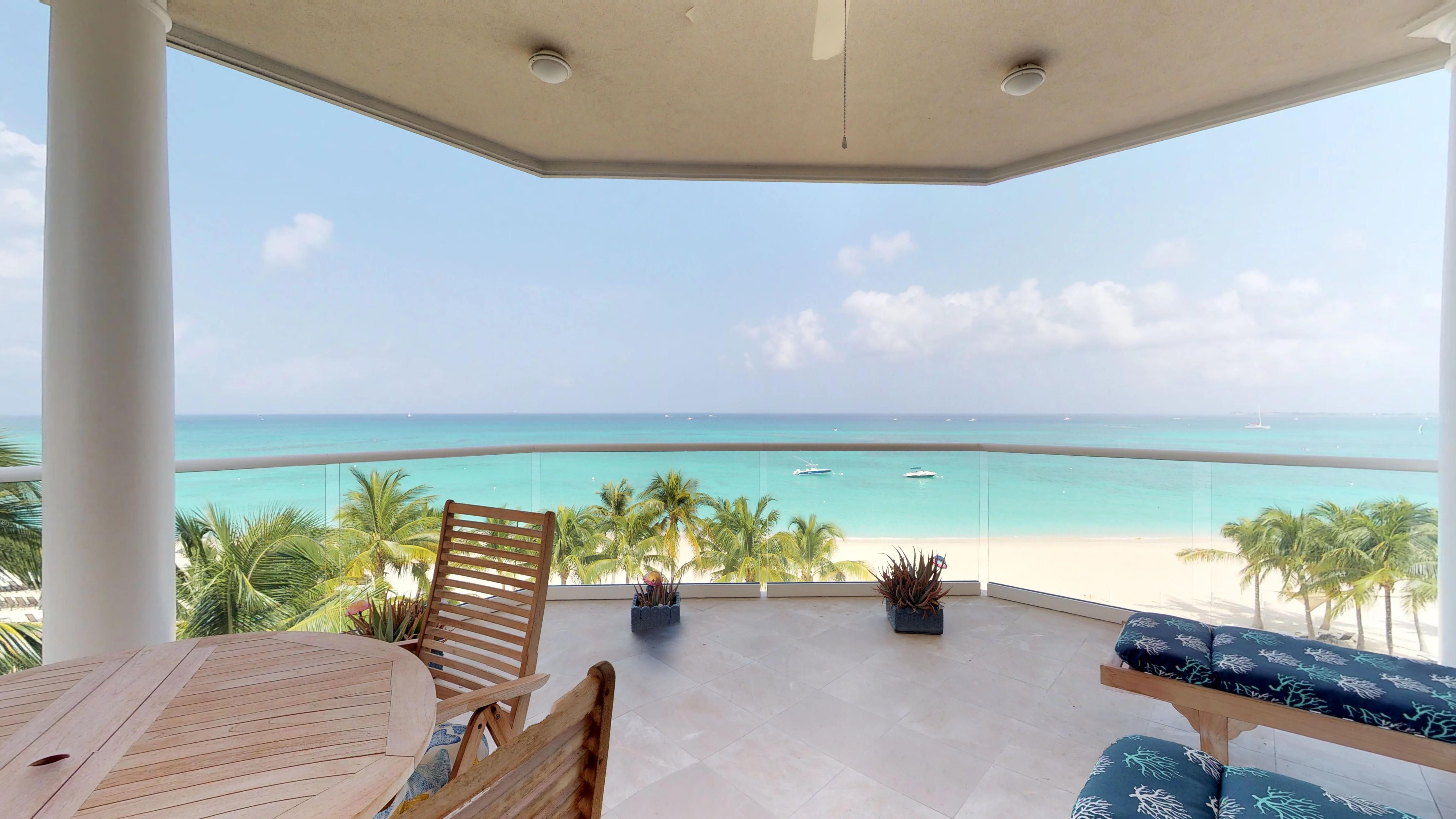 Seven Mile Beach Grand Cayman 19 Water S Edge Virtual Tour By Cayman Islands Sotheby S International Realty Bali House House Tours Grand Cayman